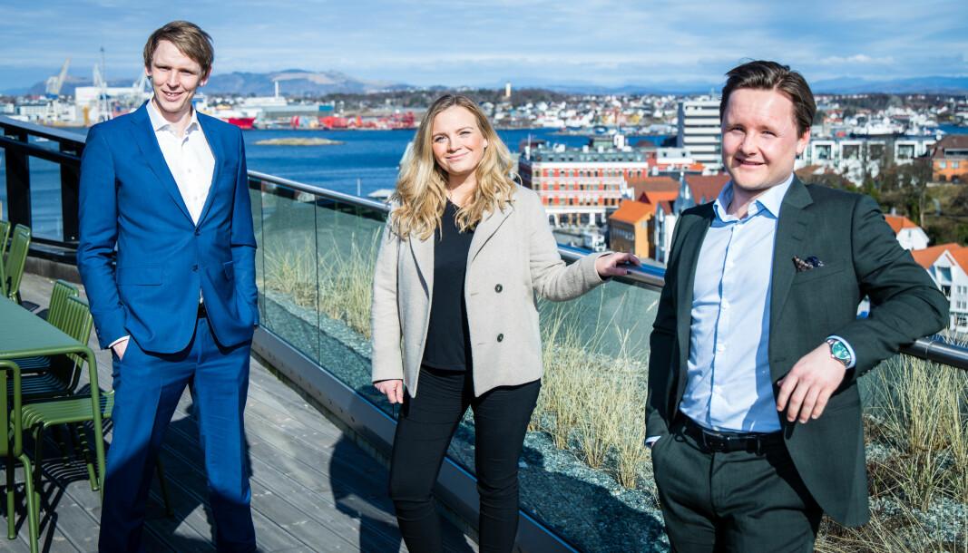 De tre Stavanger-advokatene tror det er større samhold mellom advokatene i byen deres, sammenliknet med andre steder, som Oslo og Bergen. – Her er det en veldig lett kollegial tone, sier Jørgen Christian Stabel, Ida Gjerseth og Ulrik Haukali.