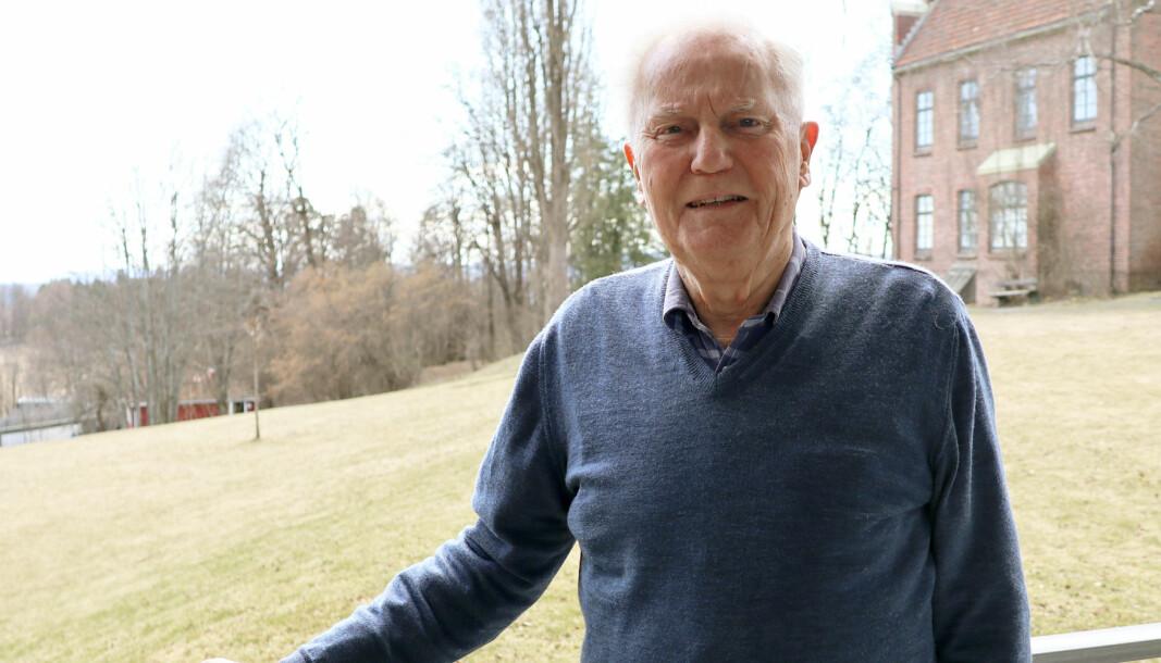 Hans Stenberg-Nilsen, som i desember fylte 90 år, er fremdeles opptatt av Advokatforeningens kjernesaker.
