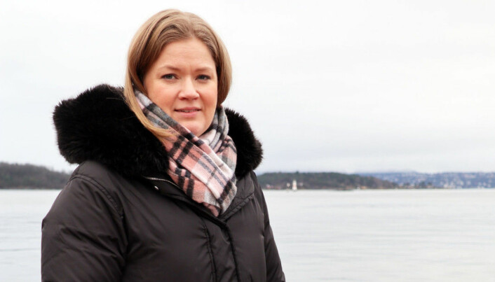 Ingrid Lauvås er leder for Advokatforeningens lovutvalg for barnevern og kritisk til bruk av spytthette på barn.