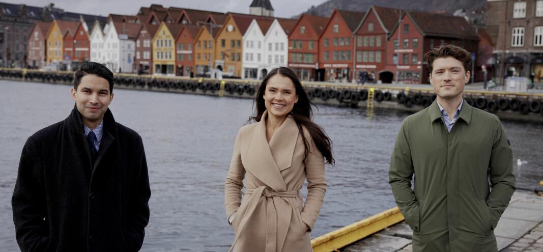 Alexander Gonzalo Sele, Mariann Valde og Sebastian Fohlin Apelseth mener unge advokater får bredere erfaringer i mindre firmaer utenfor Oslo.