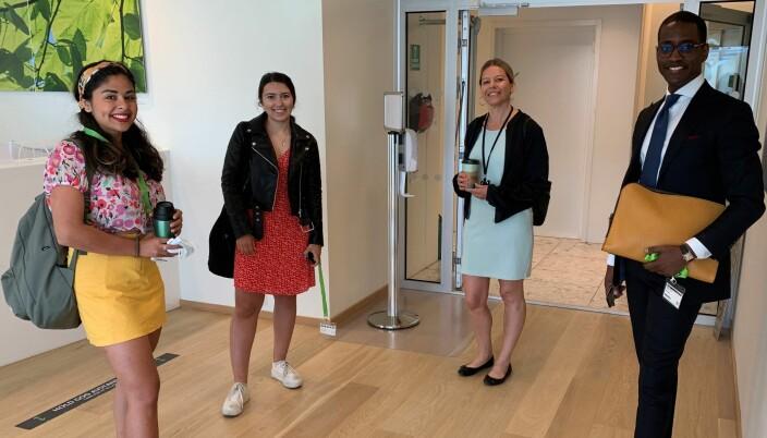 Fra venstre: Podcast-verter Kimiya Sajjadi og Sevgi Usein, Kristin Klokkervold som er ansvarlig for prosjektet fra Deloitte sin side, og HELP-fullmektig Binjam Negassi.