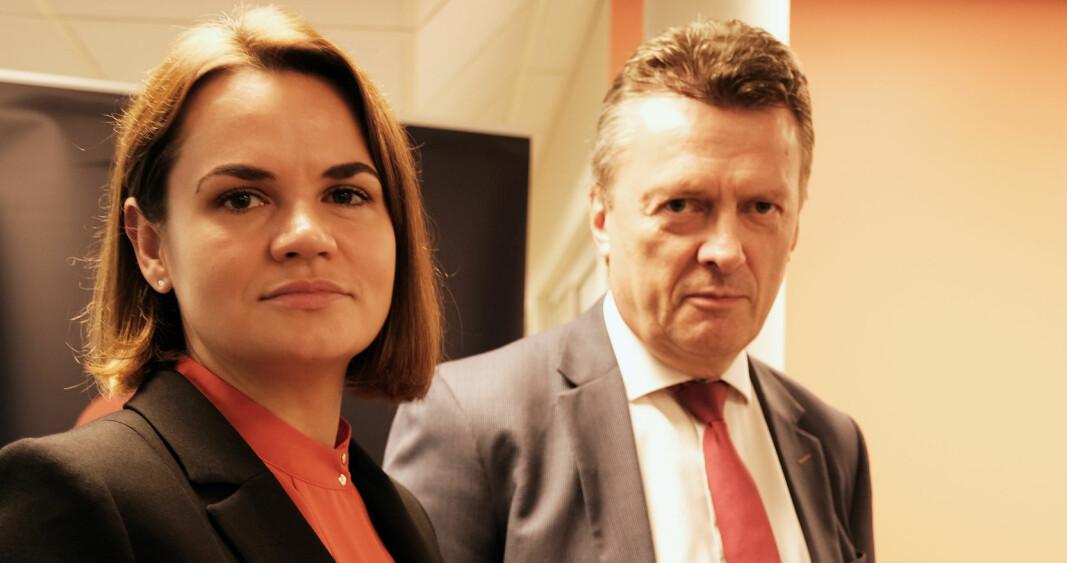 - Sikkerhetsopplegget rundt møtet her i Oslo var en statsleder verdig, det er åpenbart at PST betrakter henne som et terrormål, sier Brynjulf Risnes. Her med Svetlana Tikhanovskaja.