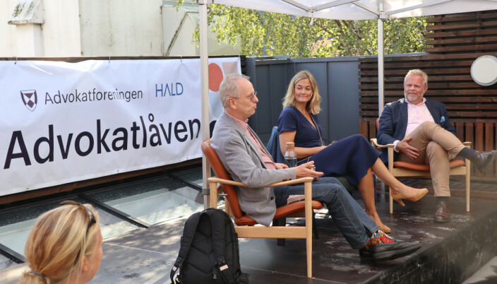 Henrik Syse, Adele Matheson Mestad og Jon Wessel-Aas snakket om rettstaten da Arendalsuka startet mandag.