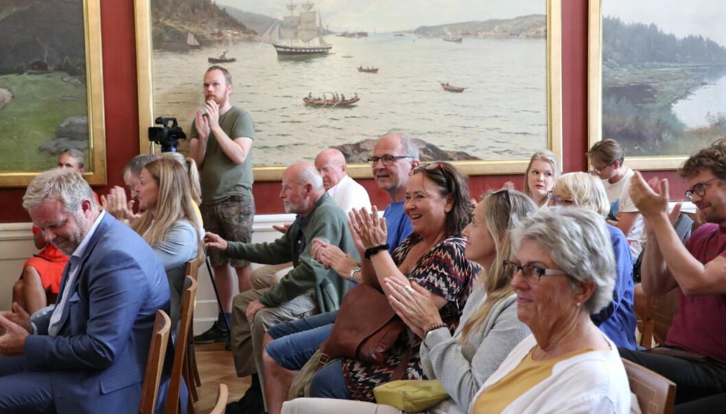 Publikum gav aktørene en varm applaus etter at rollespillet var over.