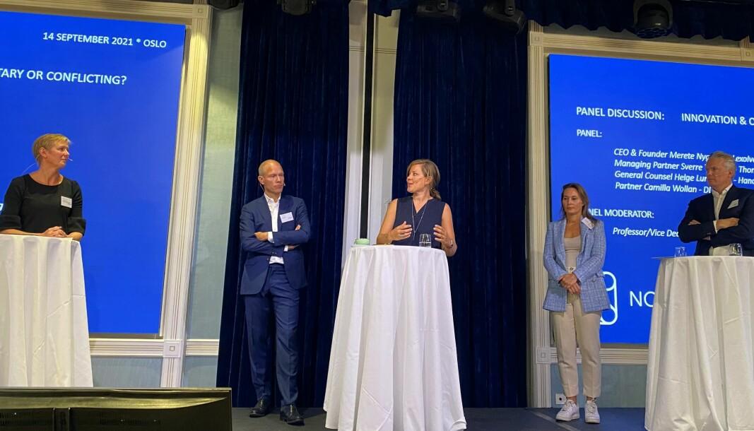 Tale Skjølsvik, Sverre Tyrhaug, Merete Nygaard, Camilla Wollan og Helge Lundestad diskuterte advokatbransjens fremtid.