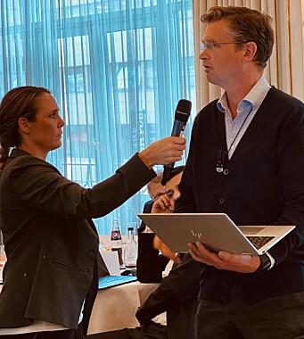 Trygve Staff støtter ikke formuleringene i Forsvarergruppens retningslinjer. Her med Karin Johansson i Advokatforeningen.