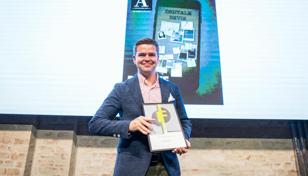 Journalist Henrik Skjevestad mottok prisen på vegne av redaksjonen under prisutdelingen i Pressens hus i Oslo torsdag kveld.