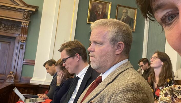Marius Dietrichson fra Forsvarergruppen og Jon Wessel-Aas, leder i Advokatforeningen, følger saken sammen med advokat Mette Yvonne Larsen (helt til høyre i bildet).