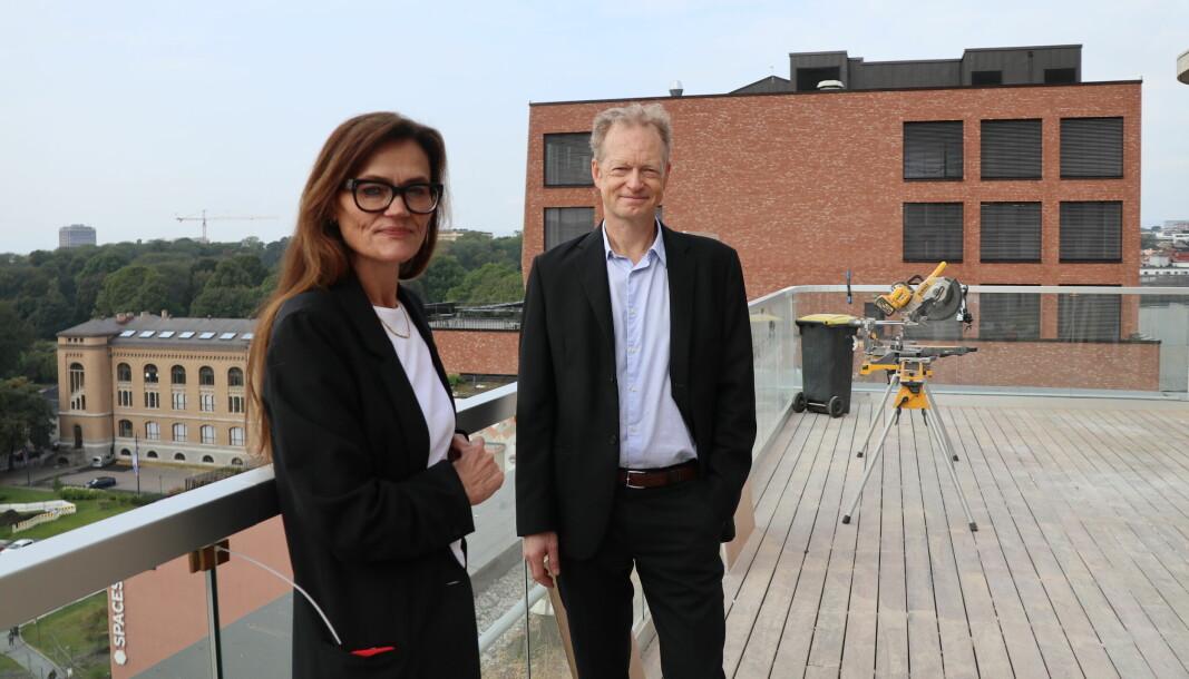 Managing partner i Hjort Anne Marie Due og direktør Christopher J. Helgeby på firmaets nye terrasse.