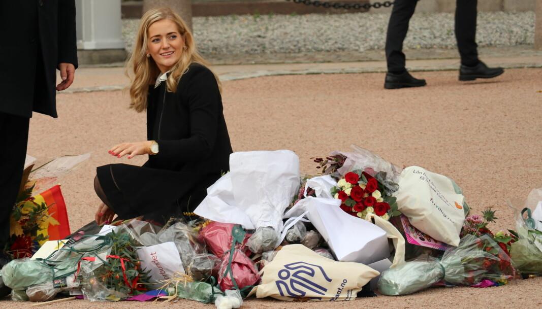 Blomstrhilsene ble etter hvert så mange at Emilie Enger Mehl måtte ta Slottsplassen i bruk.
